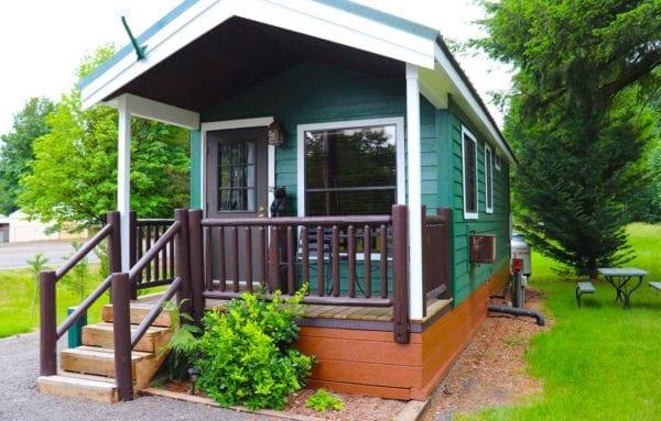 Cabin near mt st helens